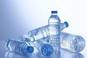 矿泉水瓶重复运用会有害健康你知道吗