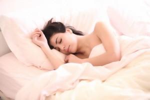 睡觉应该枕枕头吗枕枕头对人体的好处